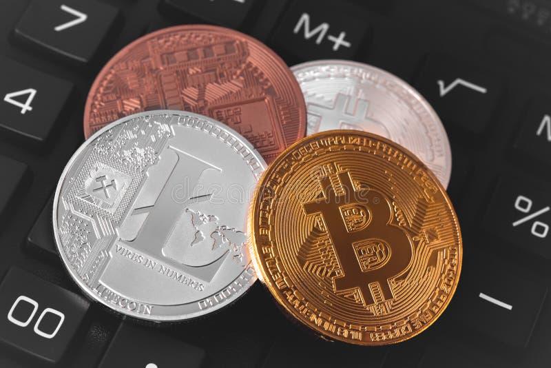 Bitcoins y Litecoin foto de archivo
