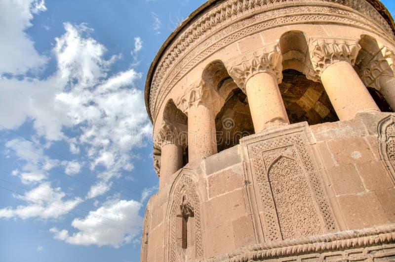 Bitlis Turkiet - September 28, 2013: Den Emir Bayindir Kumbet gravvalvet är en mediaval Seljuk mausolem arkivbilder
