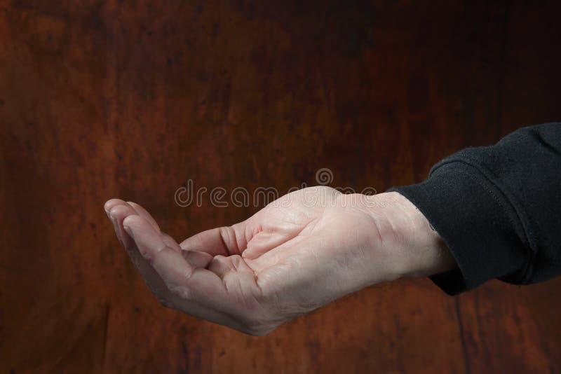 Bitten der Hand eines Mannes lizenzfreie stockfotografie