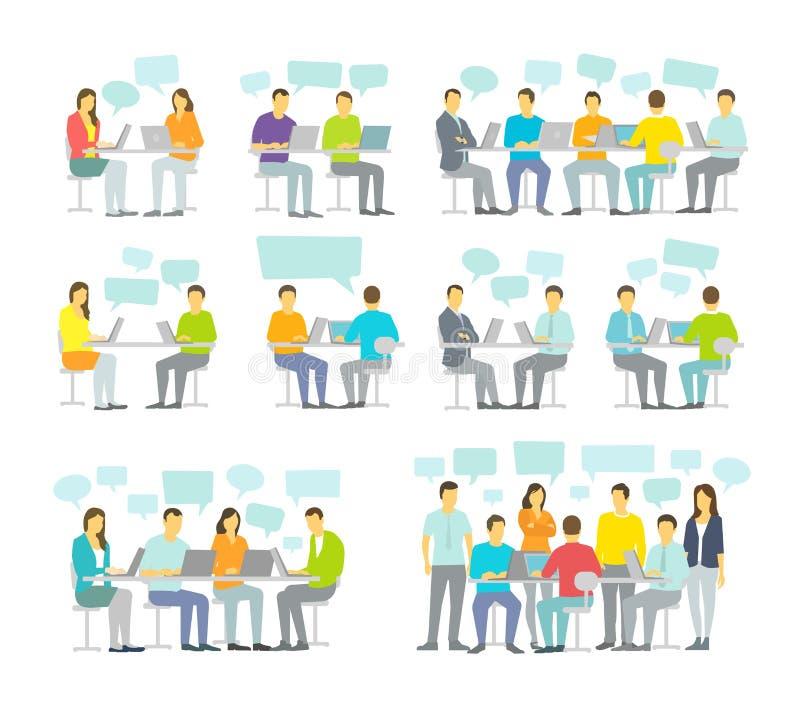 Biura dużego ustalonego dyskutuje spotkania drużynowi ludzie biznesu siedzą biurka działanie royalty ilustracja