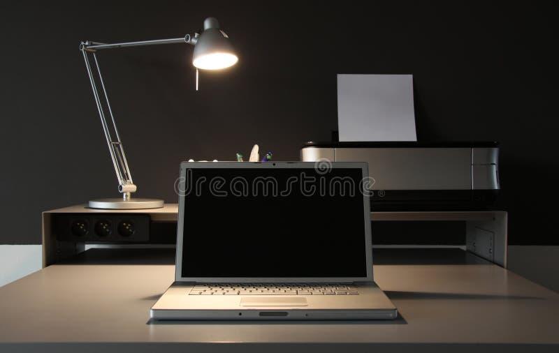 biurka whit czołowy domowy lampowy biurowy obrazy stock