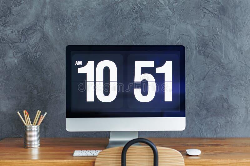 Biurko z komputerowym monitorem obraz stock