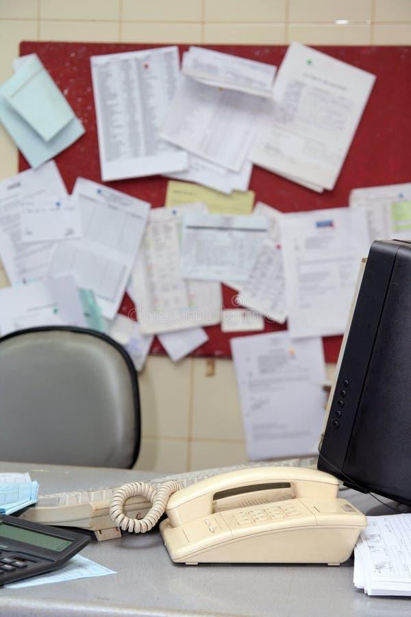 biuro upaćkany stół zdjęcie royalty free