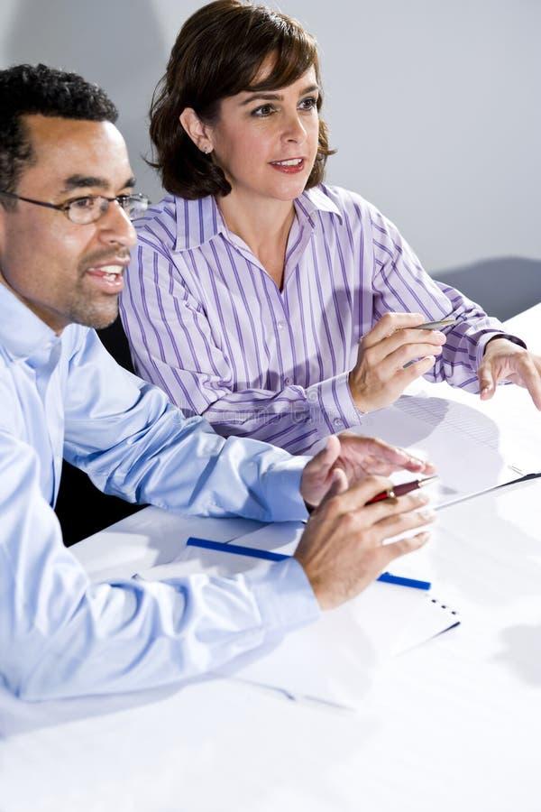 biurowi prezentaci stołu dopatrywania pracownicy obraz royalty free
