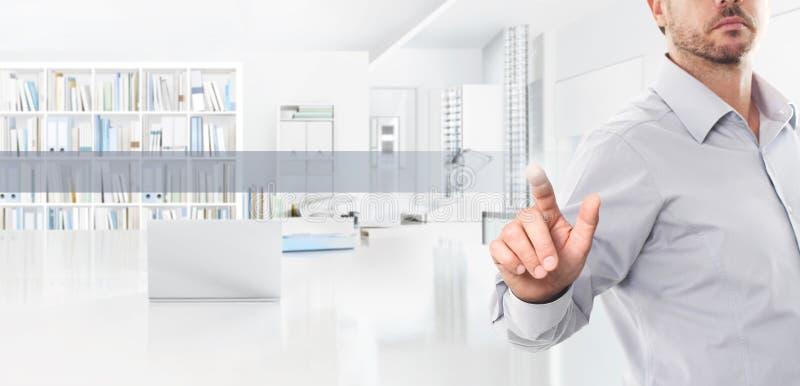 Biurowy biznesowy pracy pojęcie, ręka dotyka ekranu ikony, sieci banne zdjęcia royalty free