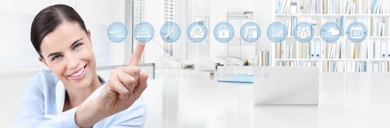Biurowy biznesowy pracy pojęcie, ręka uśmiechnięte kobieta ekranu dotykowego ikony, sieć sztandaru kopii przestrzeni szablon zdjęcie stock