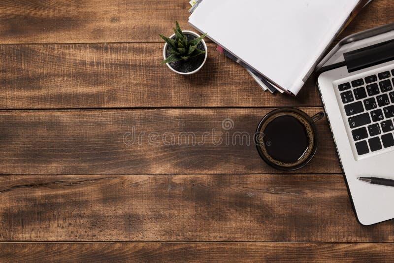 Biurowy desktop widok z pustym notatnikiem zdjęcia stock