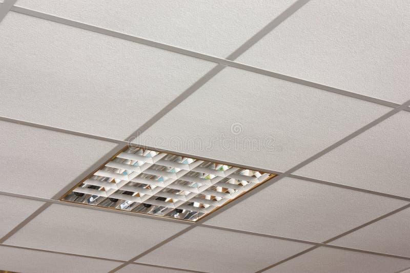 Biurowy podsufitowy lampowy close-up przekątny widok fotografia royalty free