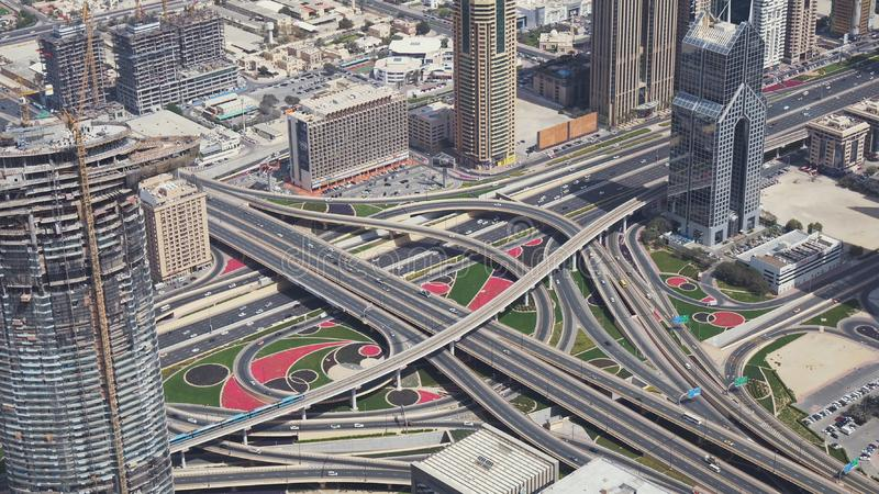 Bivi multilivelli urbani moderni nella vista del centro del Dubai dal video di riserva superiore del metraggio fotografia stock
