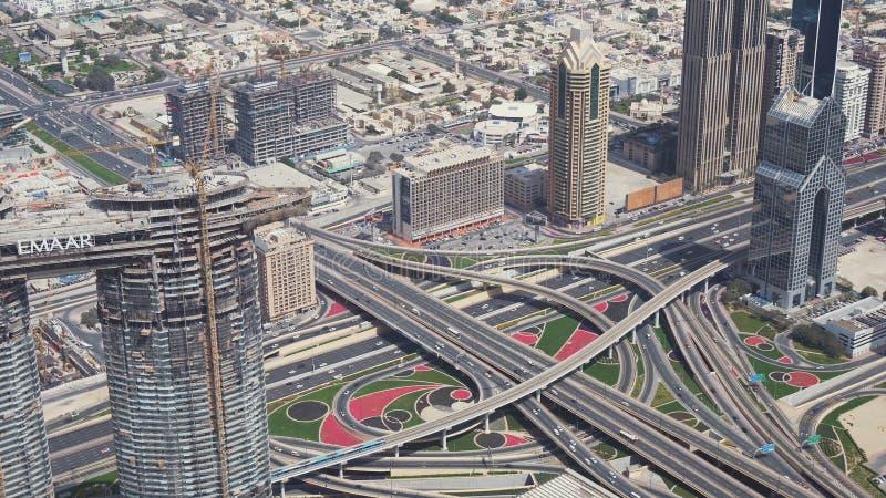 Bivi multilivelli urbani moderni nella vista del centro del Dubai dal video di riserva superiore del metraggio fotografia stock libera da diritti