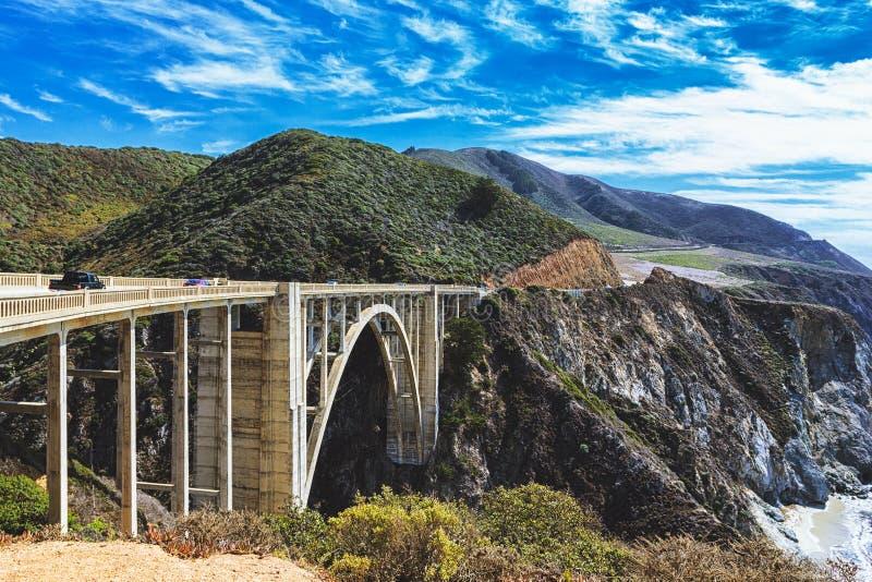 Bixby在太平洋海岸高速公路,加利福尼亚的小河桥梁 库存照片