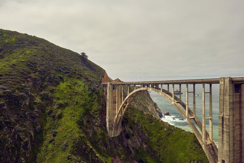 Bixby在高速公路1,加利福尼亚的小河桥梁 免版税图库摄影