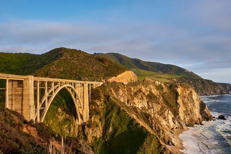 Bixby在高速公路1,加利福尼亚的小河桥梁 免版税库存照片