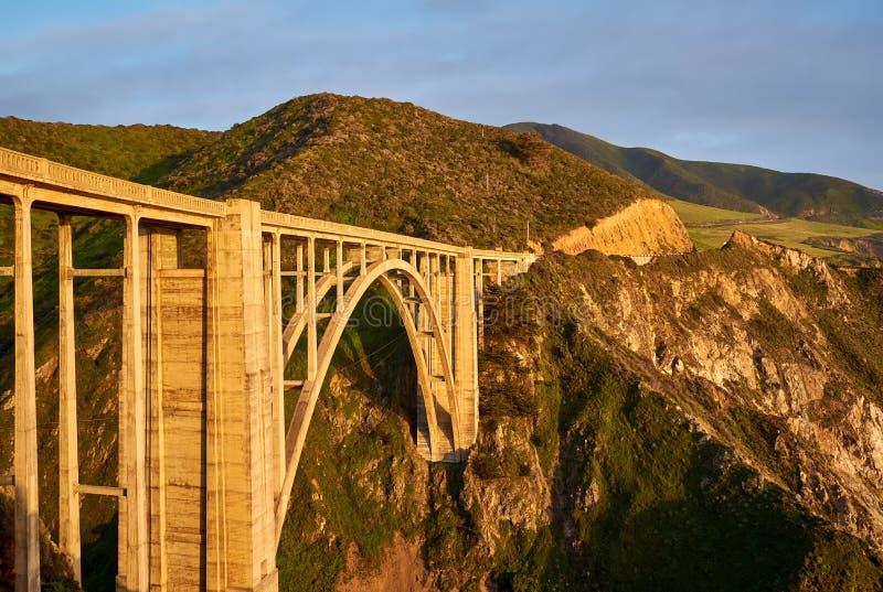 Bixby在高速公路1,加利福尼亚的小河桥梁 库存图片