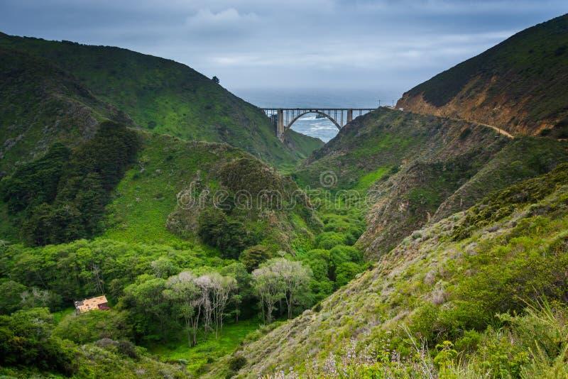 Bixby小河桥梁看法,在大瑟尔 免版税图库摄影