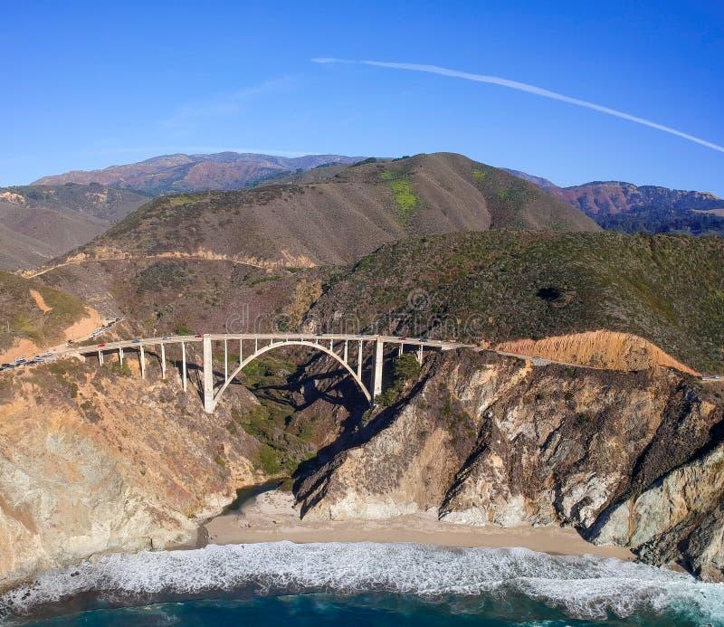 Bixby most i wybrzeże pacyfiku autostrada przy big sur w Kalifornia, usa obraz stock