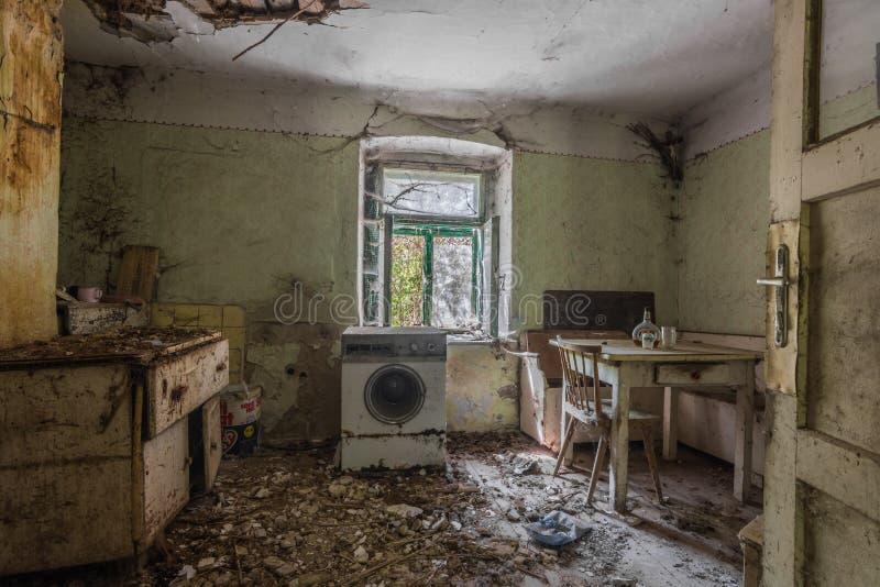 bizcocho de waschine en zimmer einem imagenes de archivo