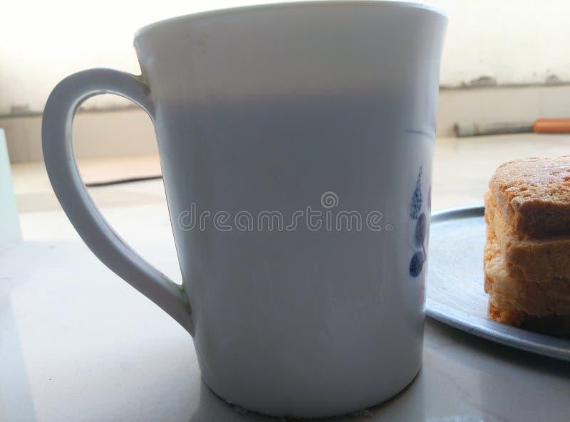 Bizcocho tostado de la mañana más el café fotos de archivo libres de regalías
