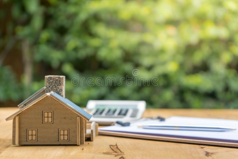 Biznes Podpisuje Kontraktacyjnego zakup - sprzedaje dom zdjęcia stock