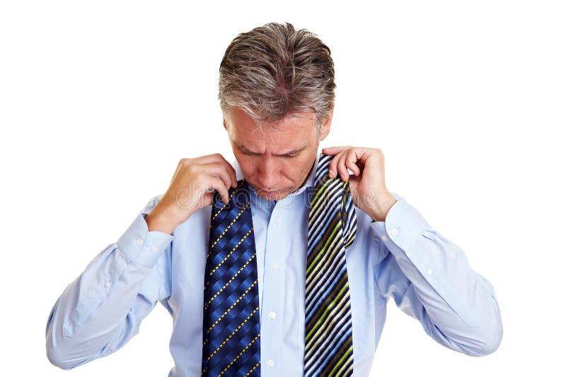biznes target1262_0_ starszych osob mężczyzna krawaty zdjęcia stock
