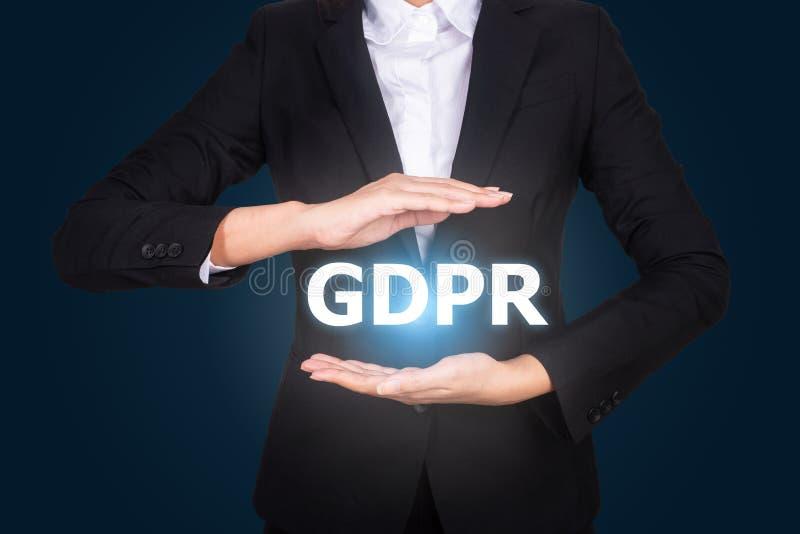 Biznes w kostiumu chronienia słowie GDPR z rękami, Ogólni dane P obraz royalty free