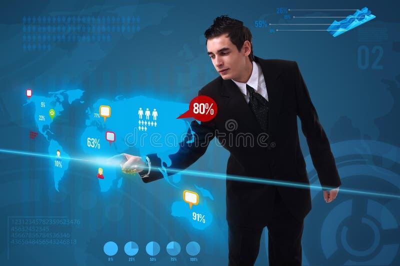 Biznesmenów naciskowi ogólnospołeczni środki zapinają na cyfrowej mapie obraz stock