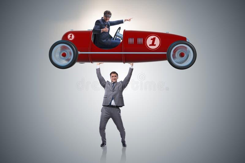 Biznesmenów sportów podnośny samochód w władzy pojęciu fotografia royalty free