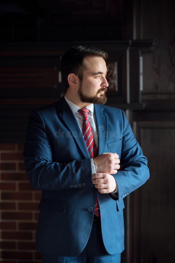 Biznesmenów ubrania korygują biuro zdjęcia stock
