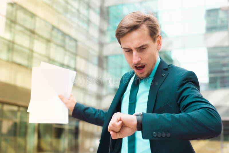 Biznesmen śpieszy spotykać obrazy stock