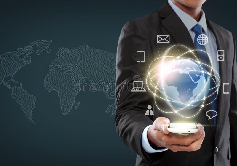 Biznesmen żegluje w rzeczywistość wirtualna interfejsie zdjęcia royalty free