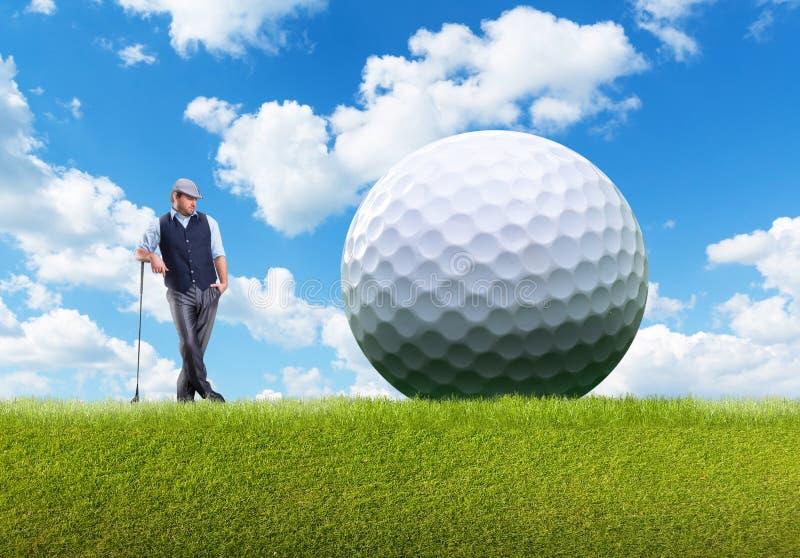 Biznesmen bawić się golfa obraz stock