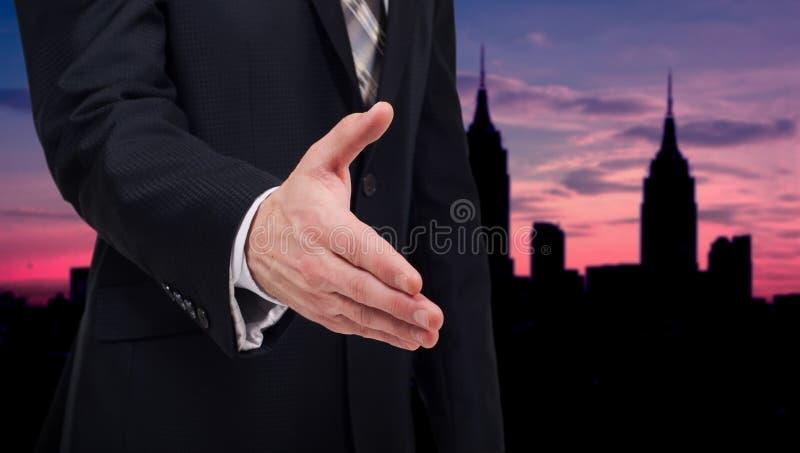 Biznesmen daje jego ręce dla uścisku dłoni partner zdjęcia stock