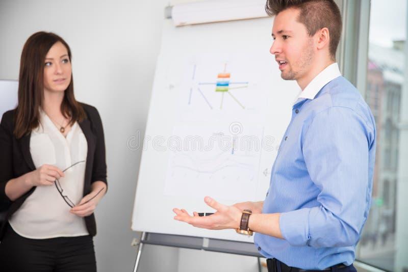 Biznesmen Daje prezentaci Podczas gdy kolega Patrzeje On obraz royalty free