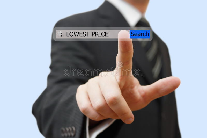 Biznesmen dotyka niskiej ceny słowo w rewizja barze zdjęcie stock