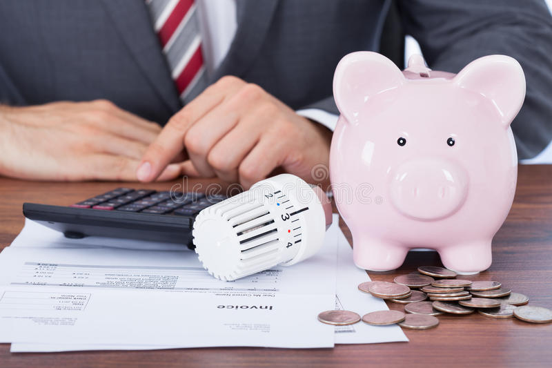 Biznesmen energii Kalkulatorska faktura obraz royalty free