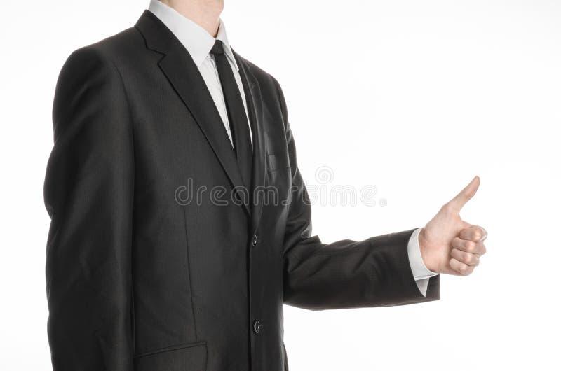 Biznesmen i gesta temat: mężczyzna w trzyma jego rękę przed on, przedstawienie kciuk up odizolowywający na bielu i zdjęcie royalty free