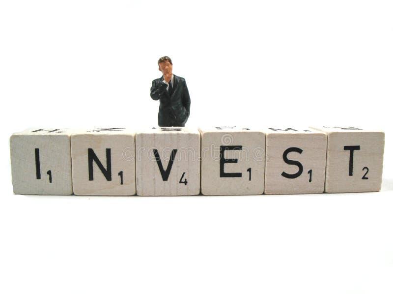 biznesmen inwestuje myślenia, zdjęcia stock