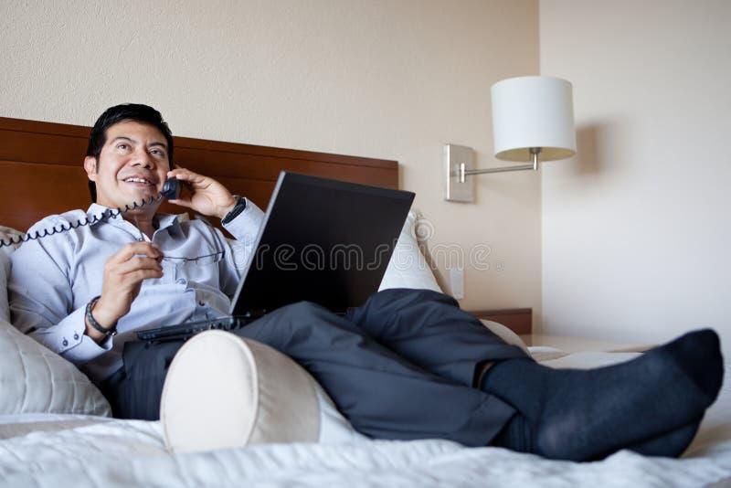 biznesmen jego latynoski pokój hotelowy zdjęcia royalty free