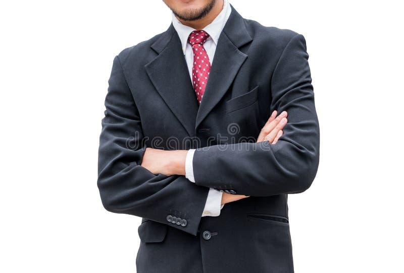 Biznesmen jest ubranym czarnego kostium i czerwonego krawat z krzyżować rękami obrazy stock