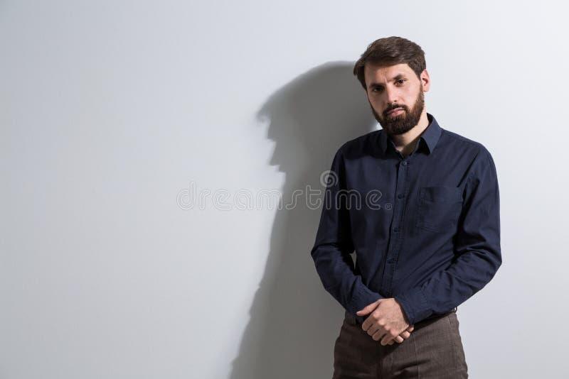 Biznesmen krzyżować ręki fotografia stock