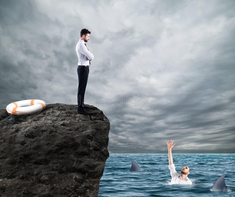 Biznesmen który doesn ` t pomoc konkurent zdjęcie stock
