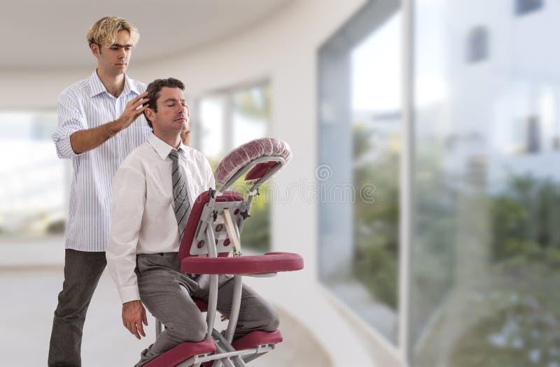 Biznesmen ma kierowniczego masaż w medycznej ampule, okno, tło, biuro obrazy royalty free