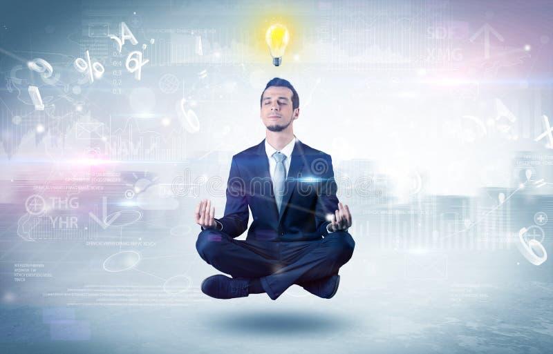 Biznesmen medytuje z enlightenment pojęciem fotografia royalty free