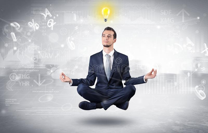 Biznesmen medytuje z enlightenment poj?ciem obraz stock