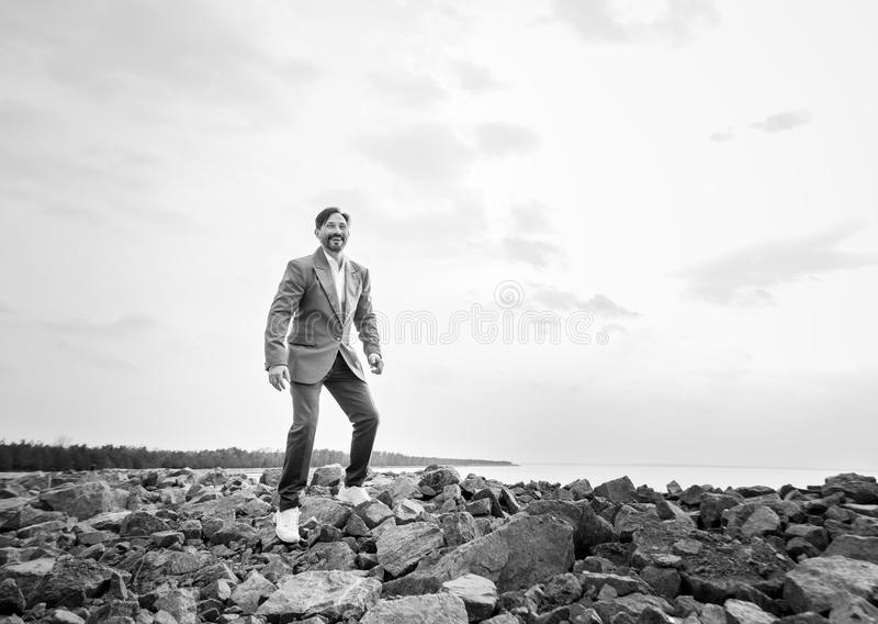 Biznesmen na plaży, dzień, plenerowy obraz royalty free