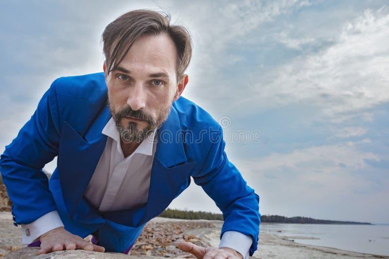 Biznesmen na plaży, dzień, plenerowy zdjęcie royalty free