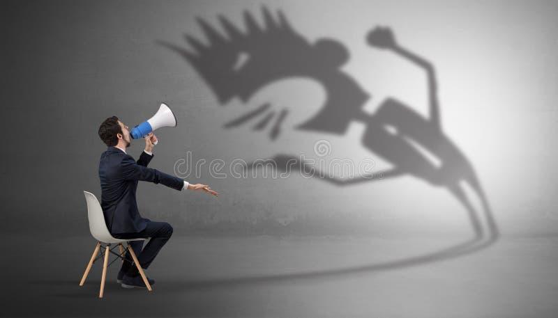 Biznesmen negocjuje z potwora cieniem fotografia stock
