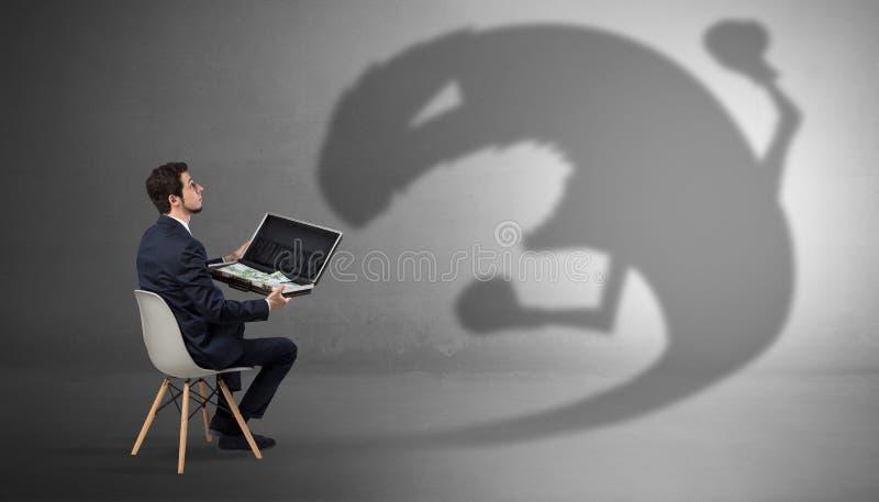 Biznesmen negocjuje z potwora cieniem obraz stock