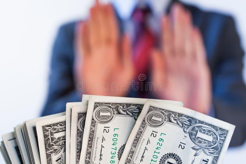 Biznesmen odmawia otrzymywać pieniądze - żadny korupcja i łapówkarstwo fotografia stock