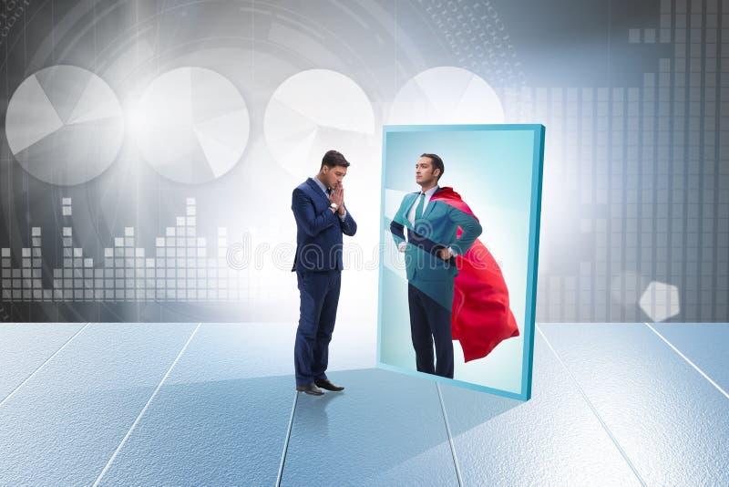Biznesmen ono widzii w lustrze jako bohater fotografia stock